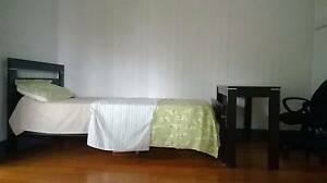 Spacious Bedroom Near City and Universities Woolloongabba Brisbane South West Preview