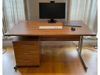 Gentoo rectangular desk 140 x 80 cm inc. 3 drawer pedestal. High quality in excellent condition.