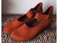 Arche Anabar in Sienne Flat Mary Janes.