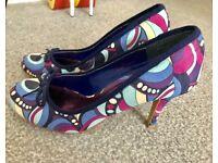 Ladies blue heel shoes size 5