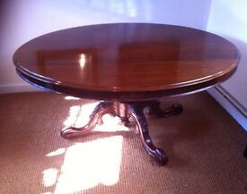 Victorian mahogany tilt top dining table (in very good condition)