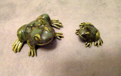 MINIATURE FROG MOM AND BABY FIGURINE.