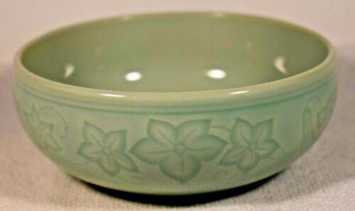 Korean celadon bowl signed by artist 한산봉 (韓山峰)