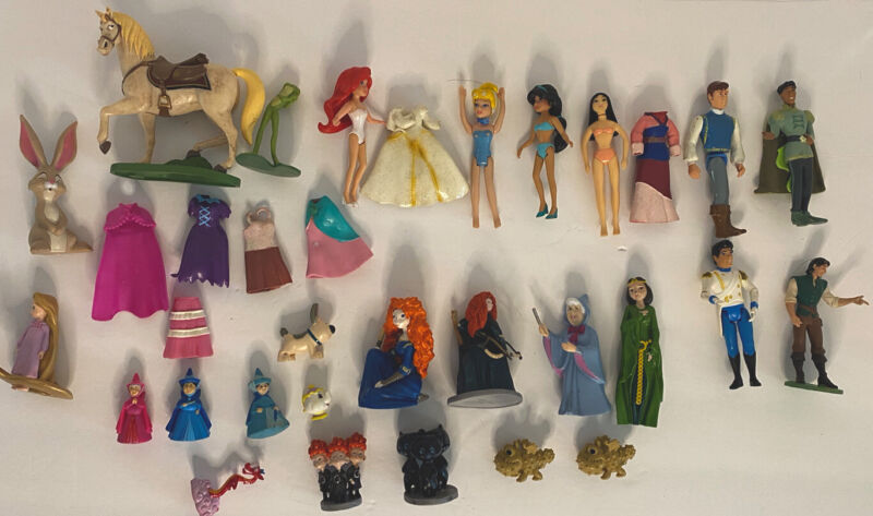 Lot of 25 Disney Figures with some accessories Ariel, Mulan, Jasmine and More