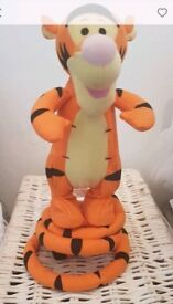 Bouncing tigger and flapping ears eeyore