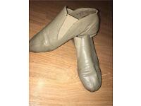 size 4 tan jazz shoes