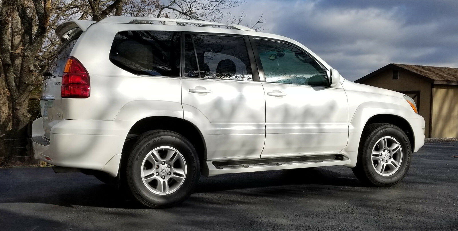 2004 Lexus GX All Leather and Woodgrain 2004 All Wheel Drive GX 470 Pearl White, tow package, sunroof, all leather V8