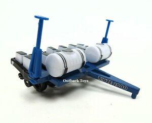 1-64-Kinze-2000-6-Row-30-Diecast-Planter-w-Fertilizer-Attachment-NIB
