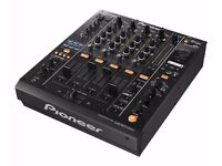 MINT CONDITIONED PIONEER DJM 900 PROFESSIONAL DJ MIXER WITH SWAN FLIGHT CASE