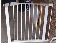 Lindam Metal Child Safety Gate