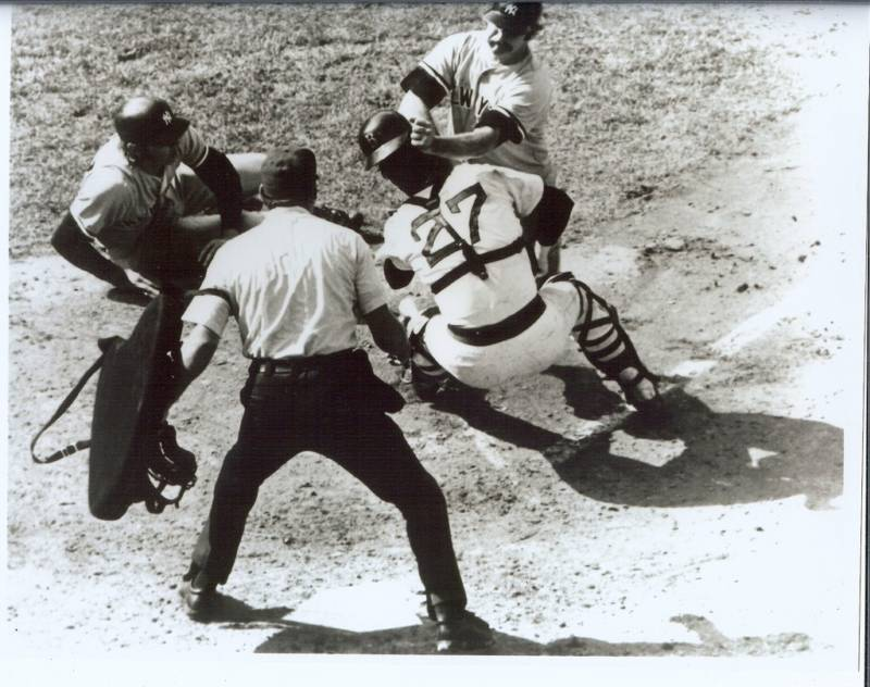NY Yankees Thurman Munson collides with Carlton Fisk Great 8x10 b/w action photo