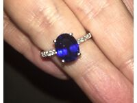 Stunning White Gold Ring with Sapphire and Diamond