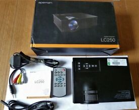 APEMAN LC 250 Portable Video Projector BLACK Excellent Condition& Remote Cables Manual & Box