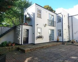 Charming bright 1 bedroom unfurnished flat located within a quiet Georgian courtyard SE10