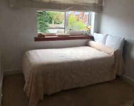 Bearwood/Harborne borders: sunny single room in all female household: bills and Broadband included