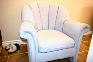 Light blue tub-chair in very good shapre.