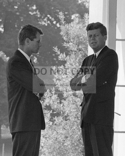 JOHN F. KENNEDY WITH ATTORNEY GENERAL CUBAN MISSILE CRISIS - 8X10 PHOTO (BB-589)