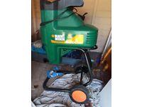 Garden shredder Black and Decker 2200