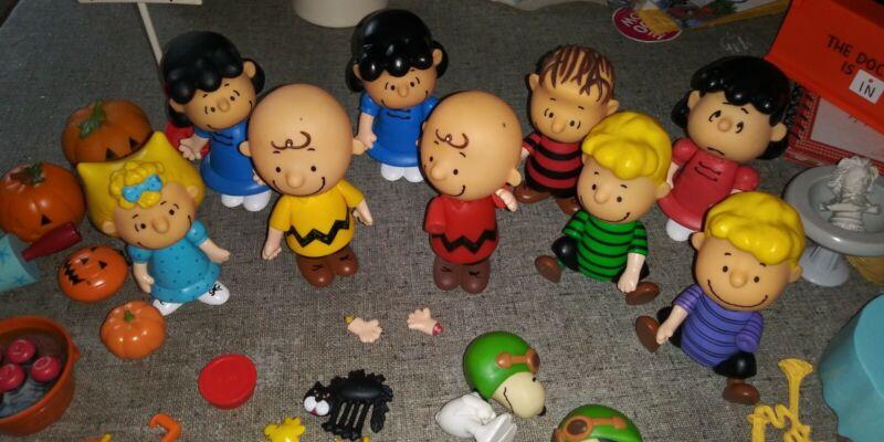 Peanuts ... Its the Great Pumpkin Halloween Figure Set + Many Extra