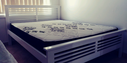 White timber queen bed