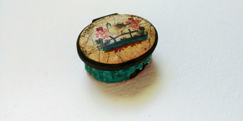 Bilston & Battersea Patch Snuff Box Pill Box circa 1780