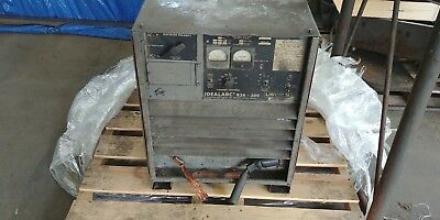 Lincoln Idealarc R3r-300 Dc Arc Welder