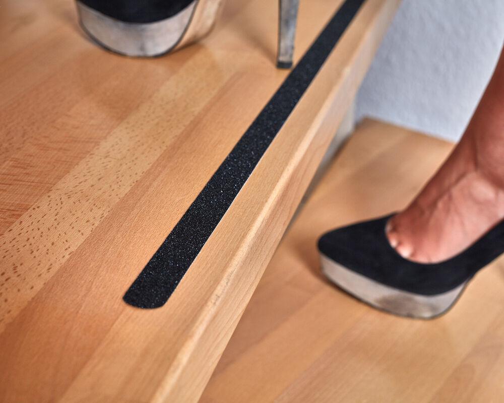 anti rutsch streifen f r treppen und stufen selbstklebend schwarz 18 st ck eur 20 55 picclick at. Black Bedroom Furniture Sets. Home Design Ideas