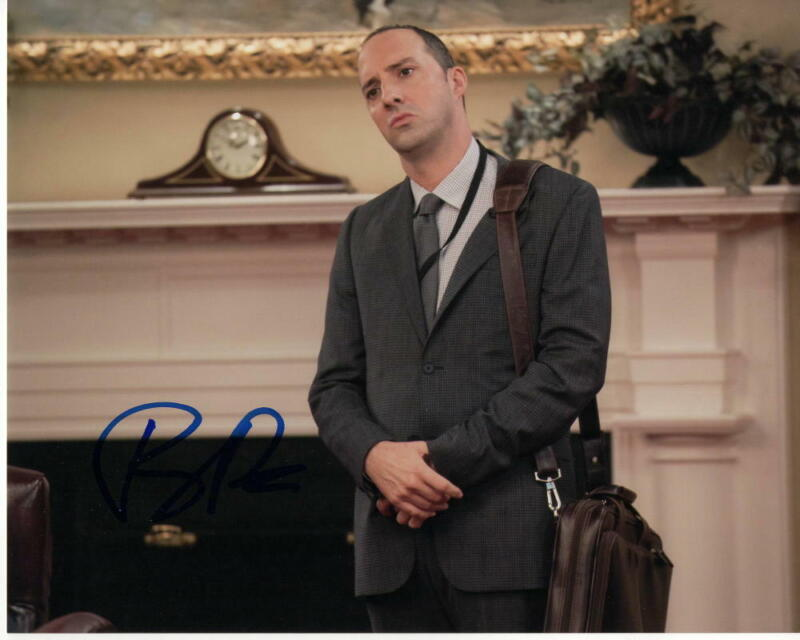 TONY HALE SIGNED AUTOGRAPHED 8X10 PHOTO -TOY STORY, VEEP, ARRESTED DEVELOPMENT 4