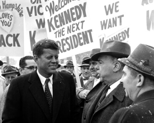 SEN. JOHN KENNEDY CAMPAIGNS IN NASHUA, N.H. JANUARY, 1960 - 8X10 PHOTO (AA-135)