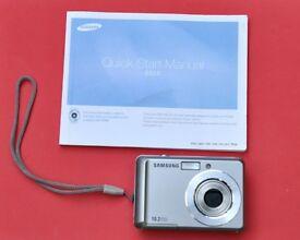 Samsung ES15 10.2 Mega Pixels Compact Digital Camera With SD Memory Card Good Working Order