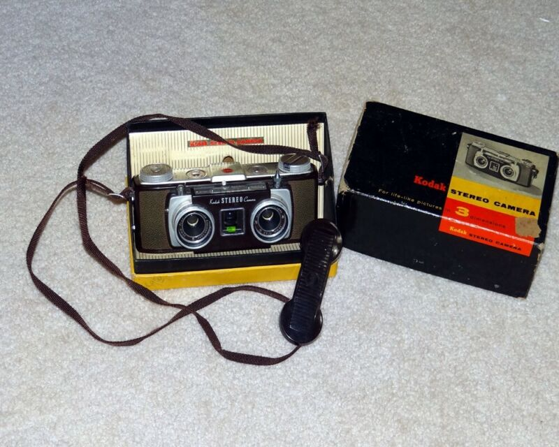 35mm Kodak stereo camera with lens cap, Strap and box