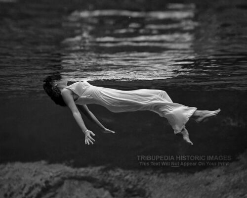 1947 Photo FLOATING WOMAN Toni Frissell * WEEKI WACHEE Vintage LADY IN THE WATER