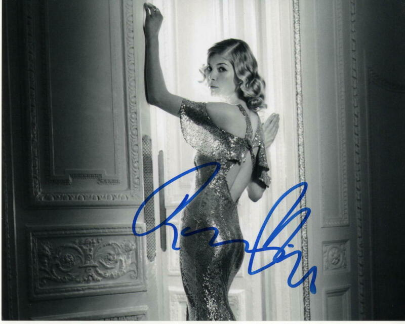 ROSAMUND PIKE SIGNED AUTOGRAPHED 8X10 PHOTO - BOND GIRL DIE ANOTHER DAY BEAUTY 3