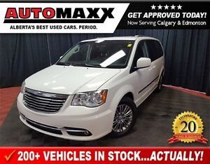 2013 Chrysler Town & Country Touring-Leather!