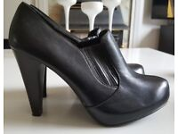 Black High Heel Shoe Boots - SIZE 7