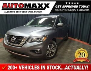 2017 Nissan Pathfinder SL Loaded!!