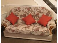 STYLISH 3 PIECE SUITE IN EXCELLENT CONDITION