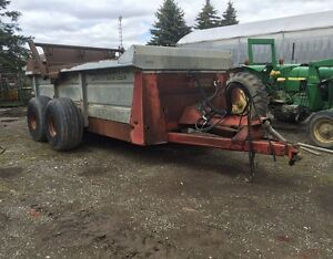 New Idea 355 Manure Spreader