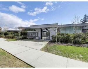 102 988 KEITH ROAD West Vancouver, British Columbia
