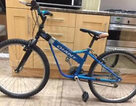 """Giant Fix 225 Boys Mountain Bike Alu. 12.5"""" Frame. 24"""" Wheels. Fully working"""