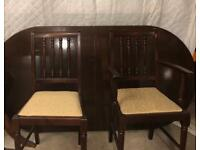 Vintage Mahogany extendable dining table with 6 matching dinning chairs