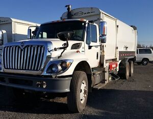 2009, International 7400 T/A Garbage Truck