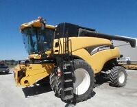 2004 New Holland CR960A Combine