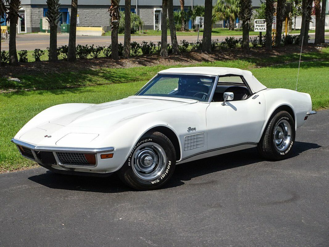 1972 White Chevrolet Corvette Convertible  | C3 Corvette Photo 2