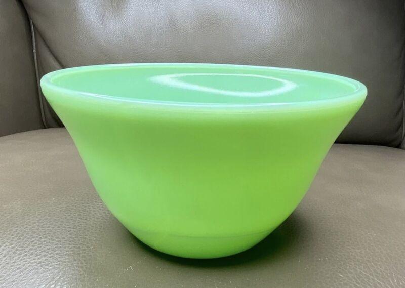 "McKee Jadeite Bell Form Mixing Bowl 7"" Size Jadite Skokie Green"