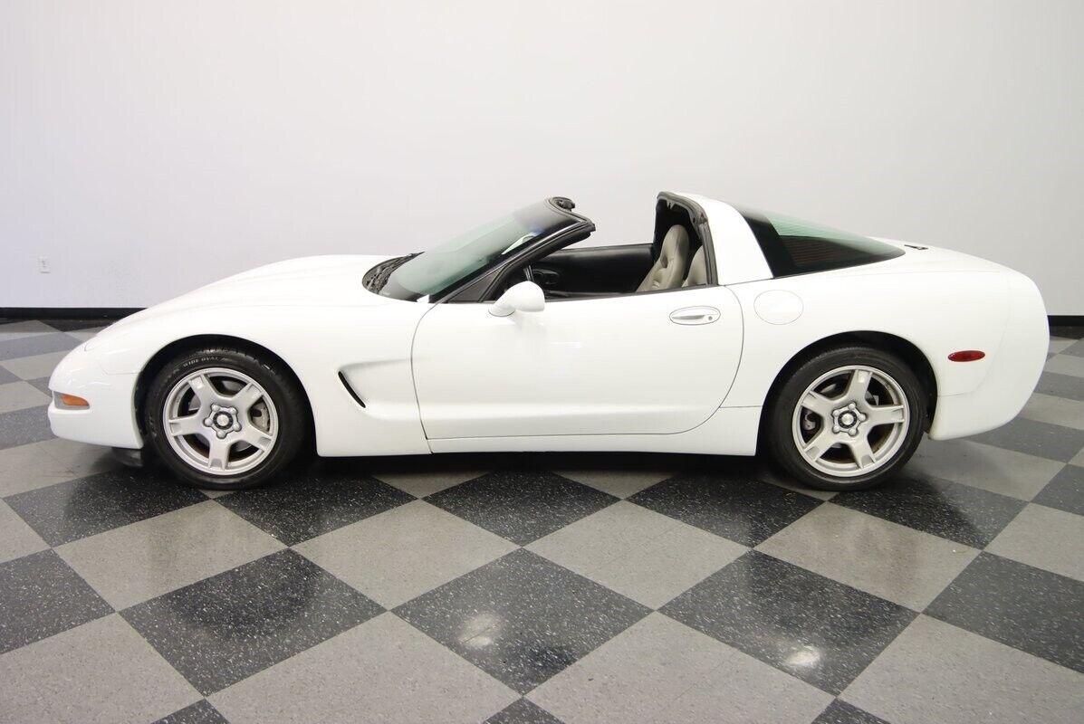 1997 White Chevrolet Corvette   | C5 Corvette Photo 3
