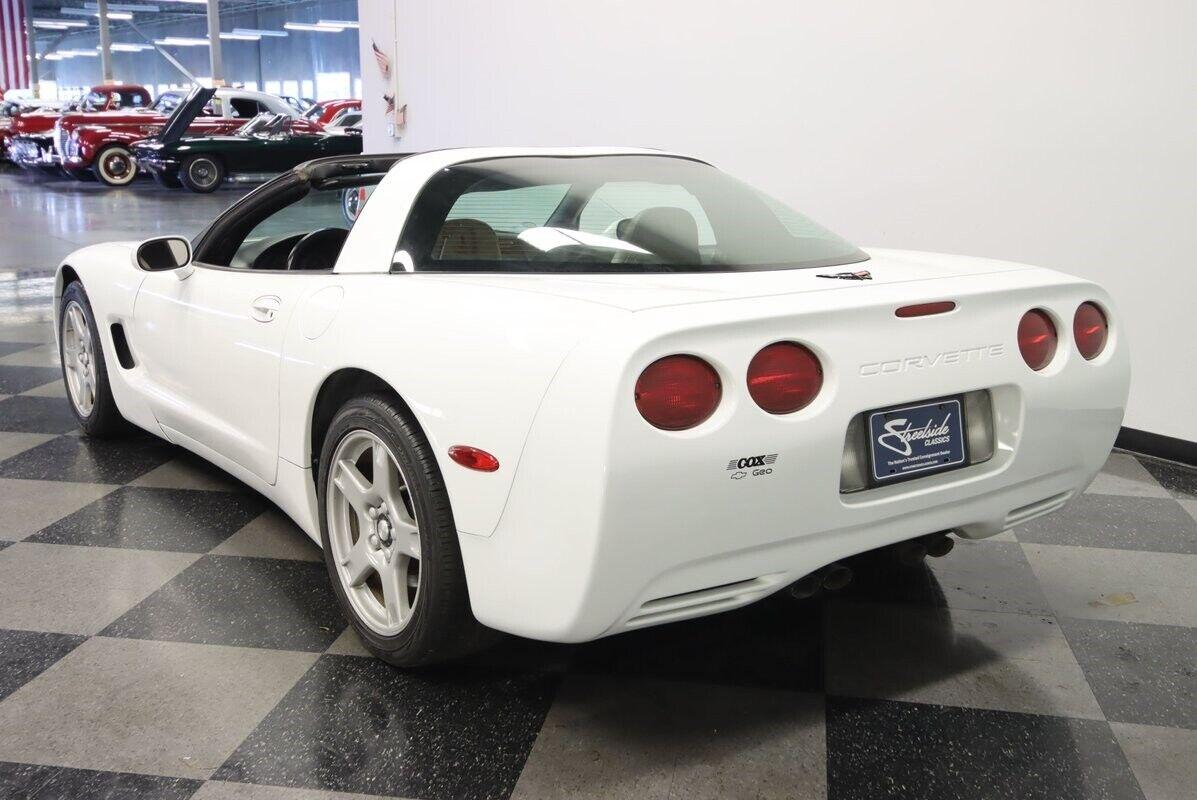 1997 White Chevrolet Corvette   | C5 Corvette Photo 10