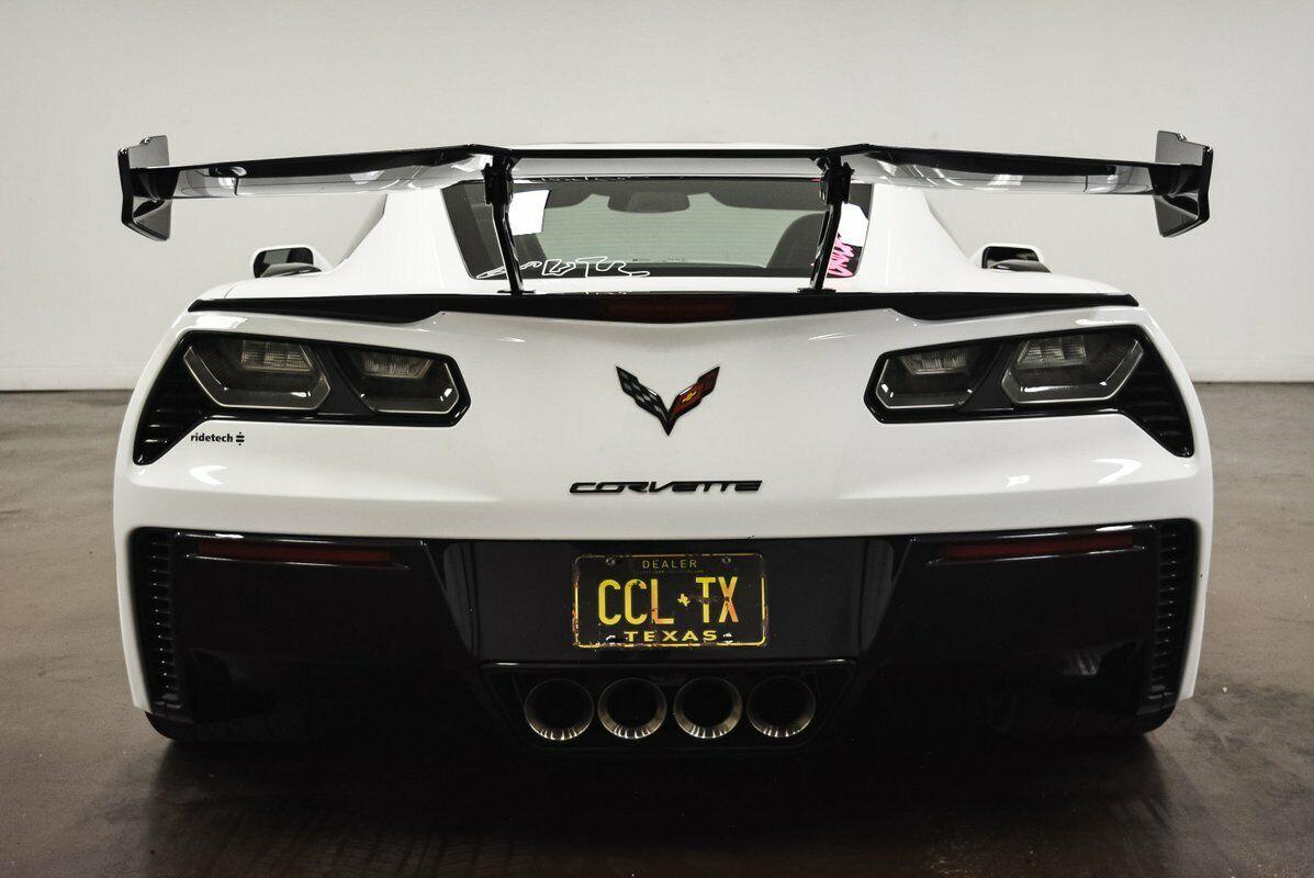 2015 White Chevrolet Corvette Z06 2LZ | C7 Corvette Photo 8