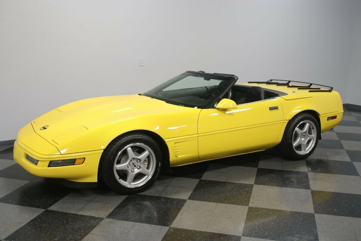 1996 Yellow Chevrolet Corvette Convertible    C4 Corvette Photo 7