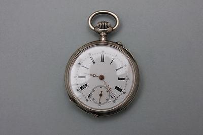 Silberne Taschenuhr mit Gravierfeld, um 1900